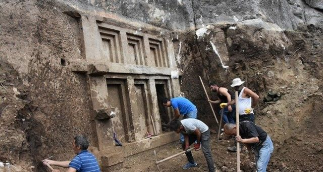 New Tomb Discovered in Turkey! (Videos)