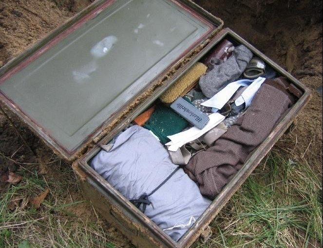 In Russia they dug a suitcase of a German soldier from World War II