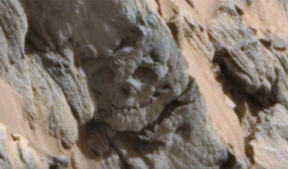 "Life on Mars: ""fossilized skull"" on the Red Planet opens the hypothesis of an Ancient Alien Civilization"