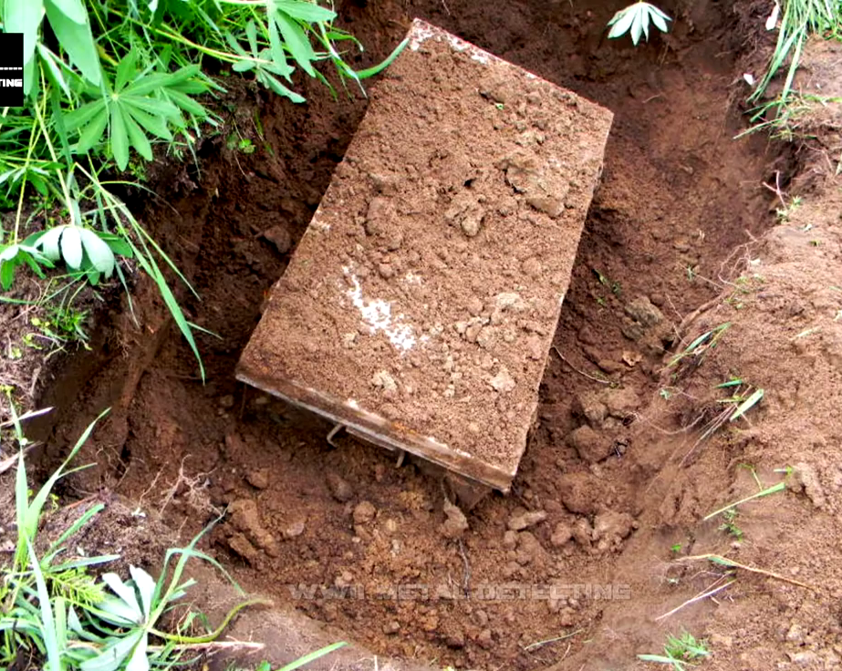 VIDEO: In Russia they dug a suitcase of a German soldier OFFICER